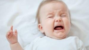 Nguyên nhân phổ biến khiến trẻ sơ sinh nôn trớ là gì?