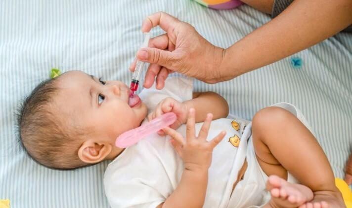 Trẻ sơ sinh mấy tháng uống vitamin A?