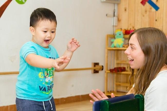 Lưu ngay 6 cách dạy trẻ chậm phát triển ngôn ngữ - Bố mẹ khỏi lo con thua kém bạn bè!