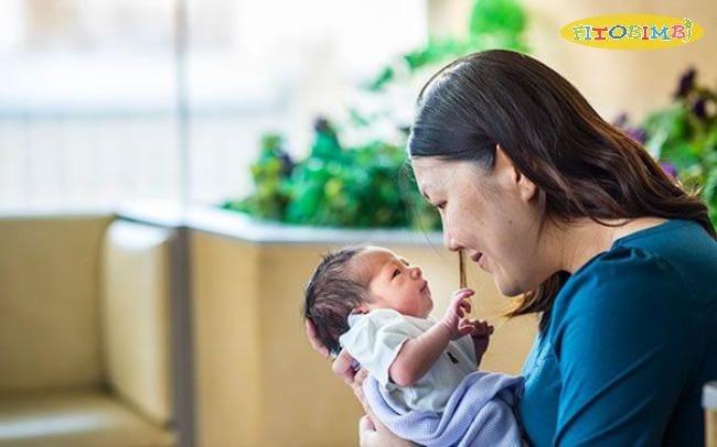 Phát triển kỹ năng thị giác cho bé sơ sinh