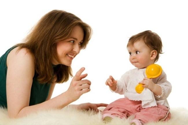 Sử dụng ngôn ngữ cơ thể khi giao tiếp với trẻ