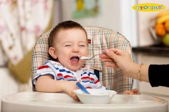 """Trẻ chậm nói nên ăn gì? """"Bỏ túi"""" 5 nhóm thực phẩm thiết yếu"""