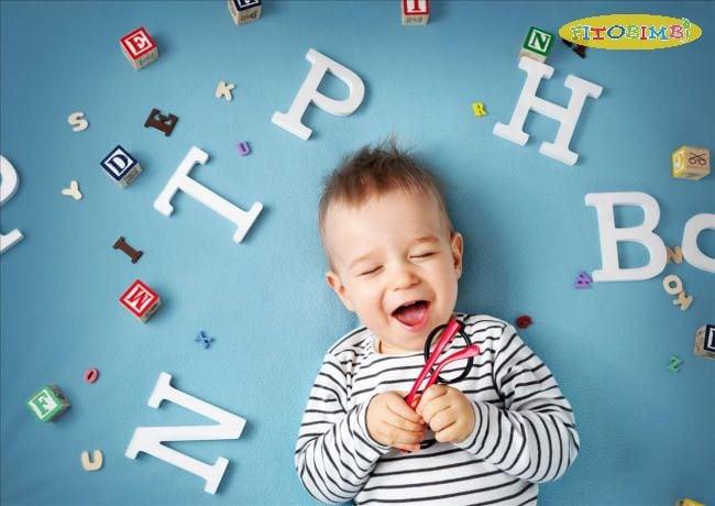 Trẻ dưới 1 tuổi có thể bắt chước được âm thanh và hứng thú khi được trò chuyện