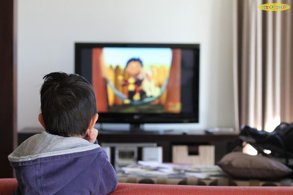 Trẻ xem tivi nhiều gây chậm nói