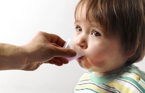 Cho trẻ uống canxi đúng cách để tối ưu tác dụng và phòng tránh ngộ độc canxi