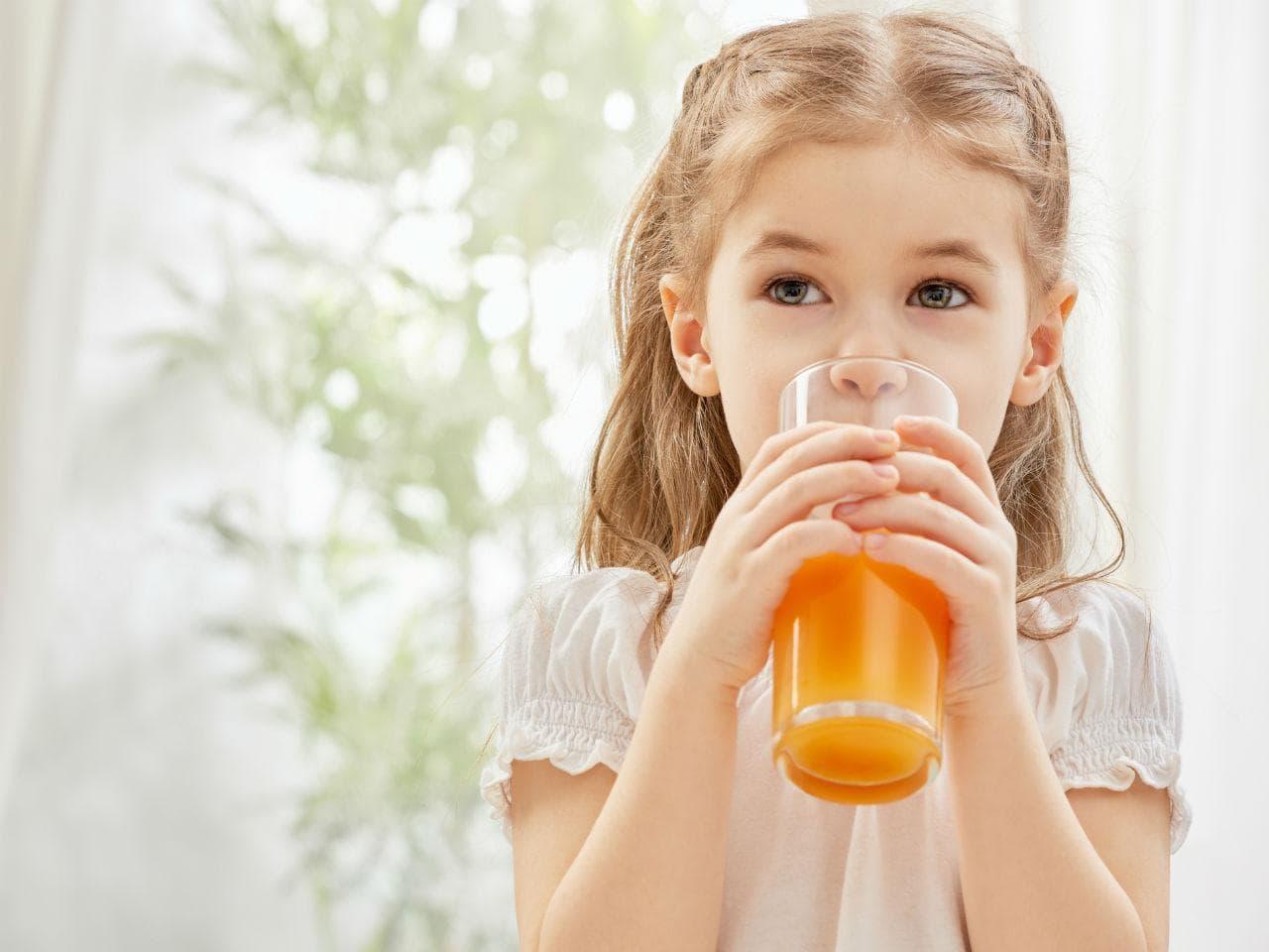 Quả cam là nguồn cung cấp canxi, vitamin D và vitamin C dồi dào cho trẻ
