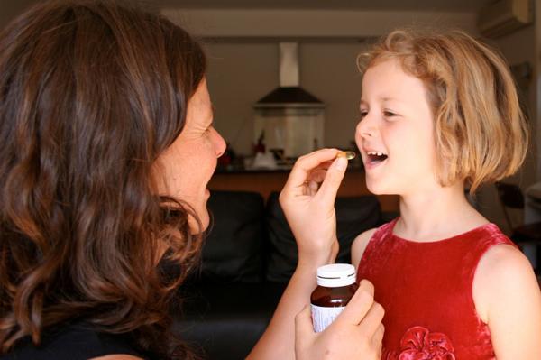 Uống canxi cũng là một cách bổ sung canxi hiệu quả cho trẻ trên 2 tuổi