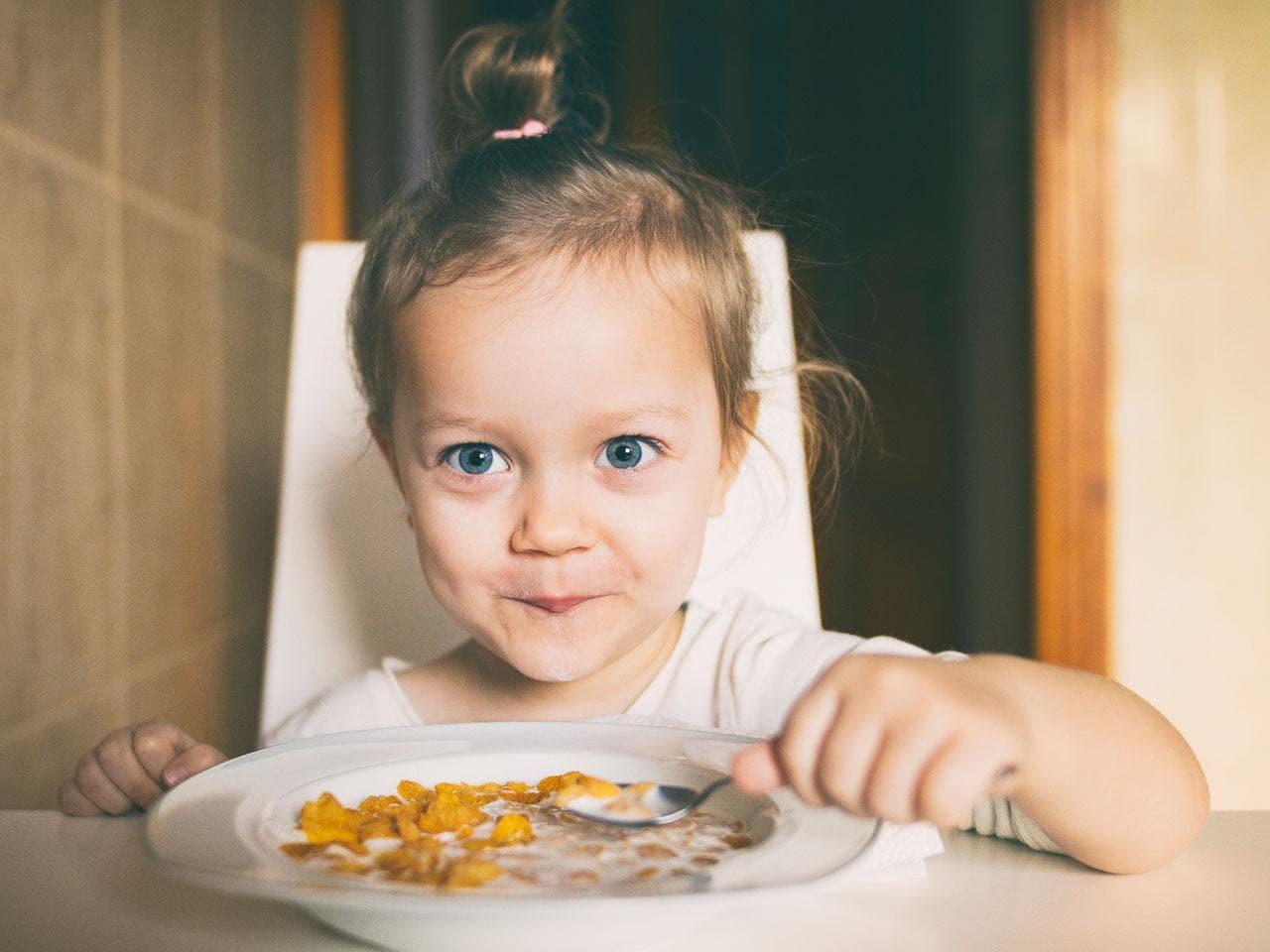 Trẻ có thể nhận được rất nhiều canxi khi ăn ngũ cốc