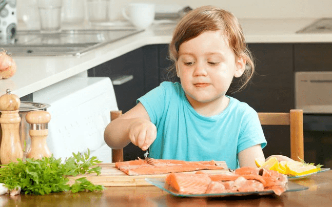 Tăng cường thực phẩm giàu canxi trong chế độ ăn là biện pháp bổ sung canxi an toàn nhất với trẻ em