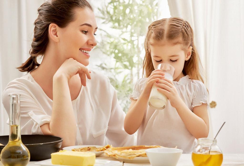 Sữa là thực phẩm bổ sung canxi hiệu quả cho trẻ
