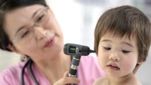 chăm sóc trẻ bị viêm tai giữa