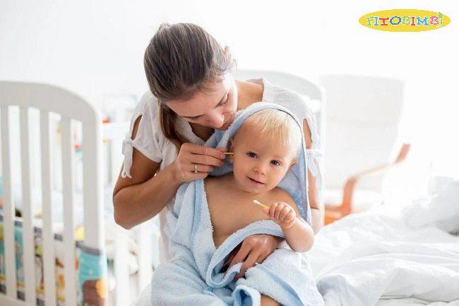 Không nên dùng tăm bông ngoáy tai cho trẻ