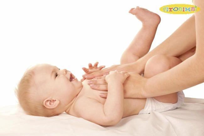 Massage tinh dầu khuynh diệp trị ho cho bé