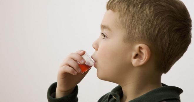 Lấy chính xác lượng thuốc cần uống để tránh trẻ bị ngộ độc vì dư thừa canxi