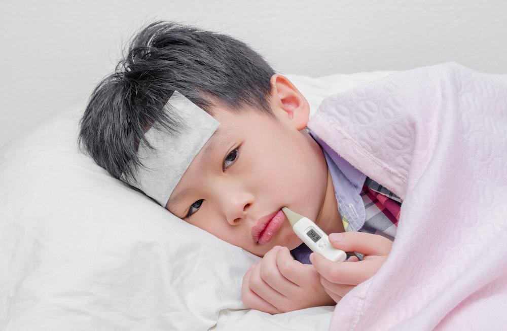 Trẻ hay ốm vặt có thể do thiếu vitamin A, vitamin C và kẽm