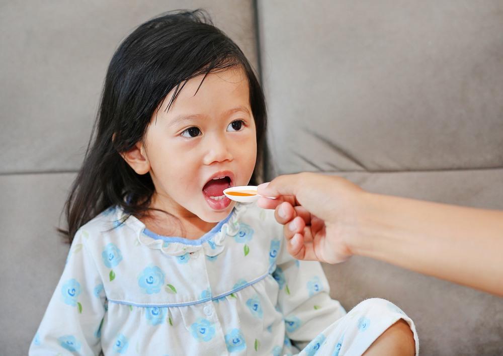 Nên cho trẻ uống bổ sung các loại vi chất tùy theo giai đoạn phát triển và tình hình sức khỏe của trẻ