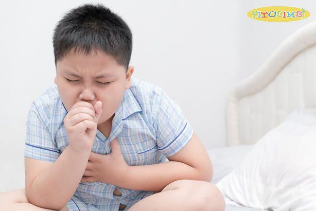Bé bị ho, ngứa cổ họng cần được điều trị phù hợp tùy theo nguyên nhân gây bệnh