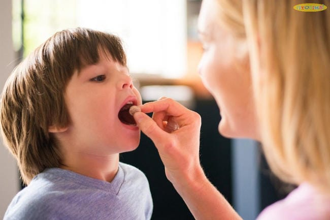 Bé bị viêm amidan uống thuốc gì? Không nên cho trẻ uống thuốc ho