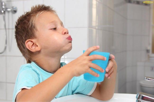 Cho con súc họng 3 - 4 lần/ ngày bằng BBM để sát khuẩn