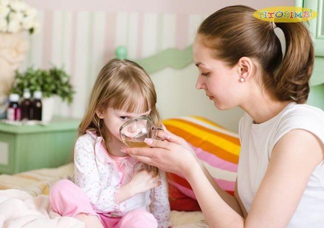Cho trẻ uống trà ẩm giảm ho