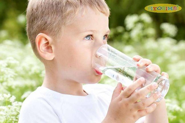 Cung cấp nhiều chất lỏng cho bé