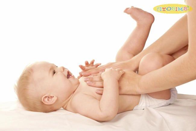 Massage tinh dầu tràm cho bé