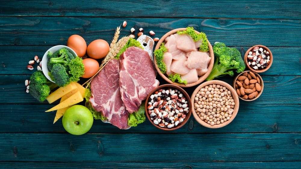 Tăng cường các loại thịt và rau giàu sắt, canxi