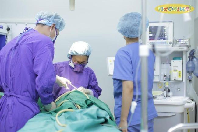 Trẻ có thể được chỉ định phẫu thuật khi bị viêm tai giữa nặng