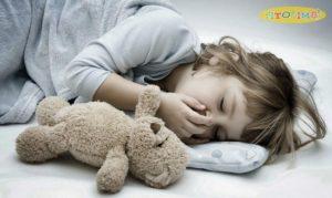 Trẻ ho về đêm phải làm sao để ngủ ngon và yên giấc