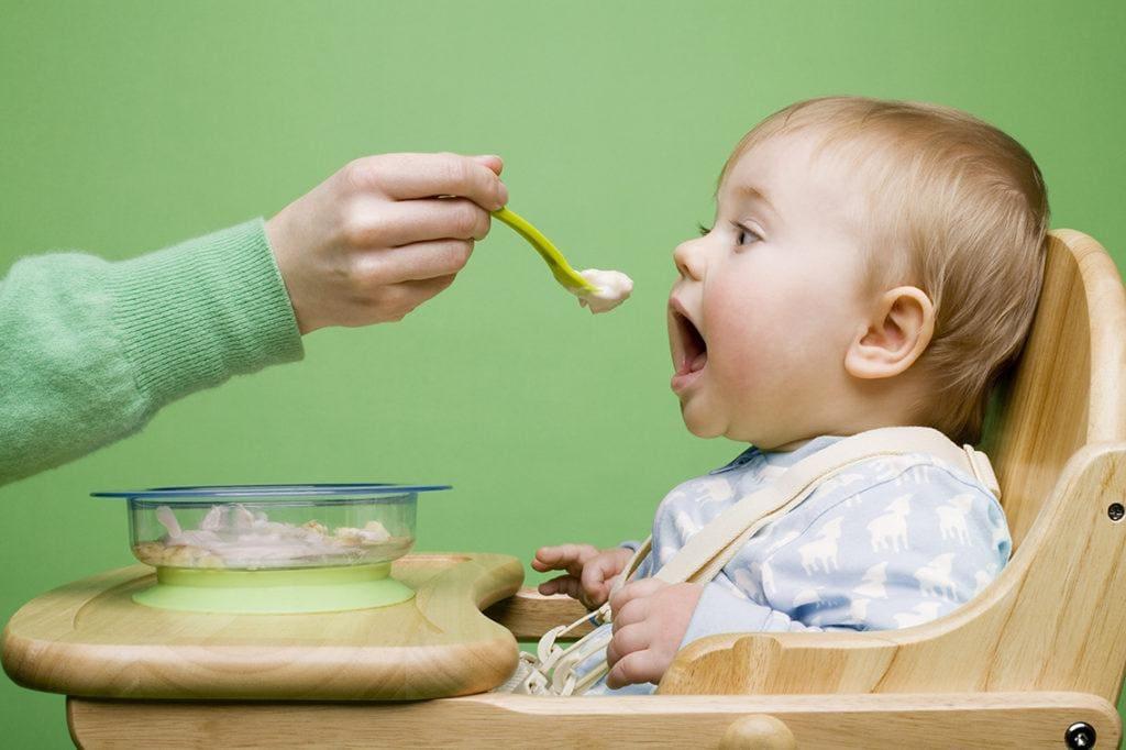 Bổ sung dinh dưỡng cho con thông qua các bữa ăn