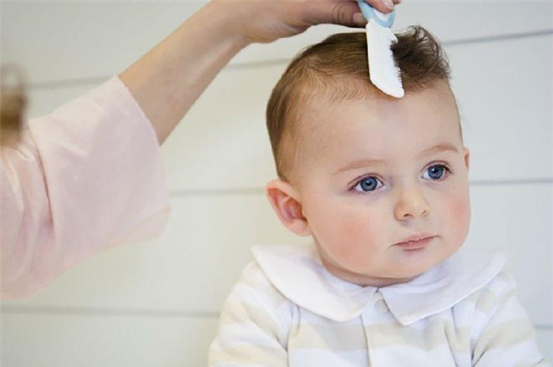 Tóc bé sẽ dày và dài hơn vào độ tuổi từ 3-4 năm sau sinh