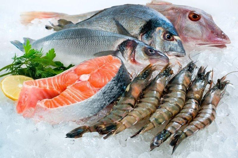 Các loại hải sản là nguồn thực phẩm giàu iot cho bé