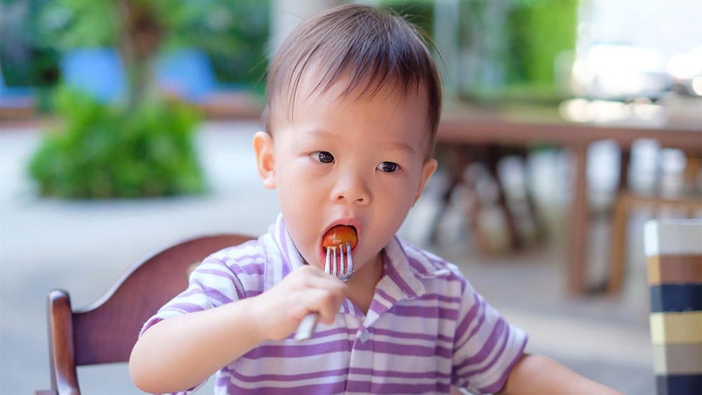 Trẻ nhỏ chỉ nên bổ sung khoảng 15-25mg/ ngày.