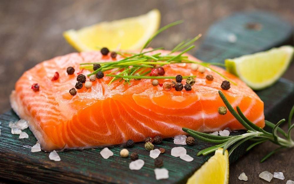 Cá hồi nổi tiếng là thực phẩm giàu sắt