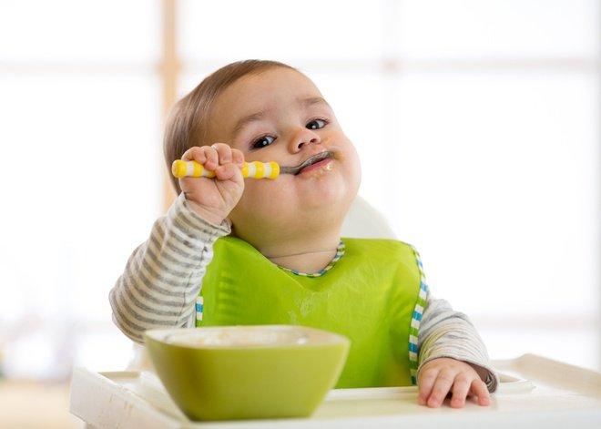 Bé ăn dặm có thể lấy dinh dưỡng từ thức ăn