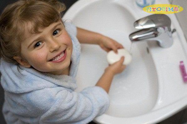 Vệ sinh cá nhân thường xuyên cho bé giúp phòng tránh nguy cơ viêm phổi