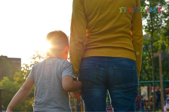 8 lời khuyên thiết thực giúp cha mẹ chăm sóc trẻ tự kỷ tốt hơn